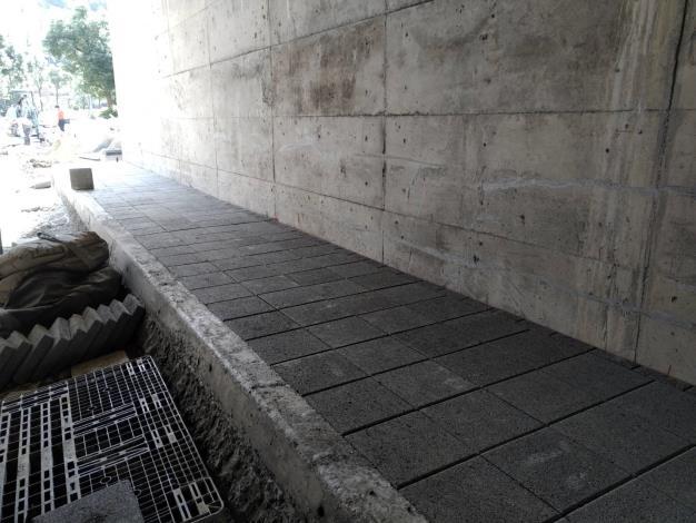 10810-車行箱涵段人行道高壓磚舖築