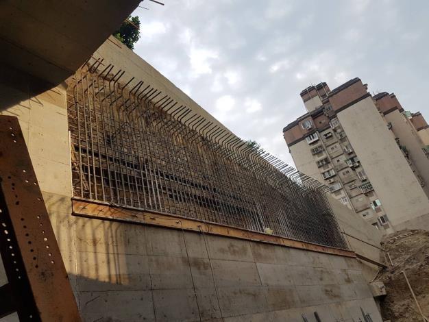 10804-車行箱涵結構三升層牆構築