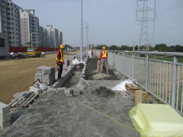10803-0K 700~800人行道高壓磚舖設.JPG[開啟新連結]
