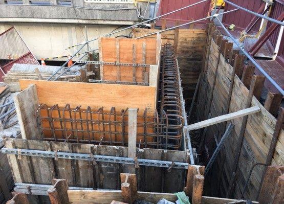 1080811-左岸P1墩柱鋼模第一調整層組立及混凝土澆置