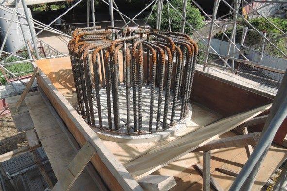 1080824-左右岸P1墩柱帽樑底模組立