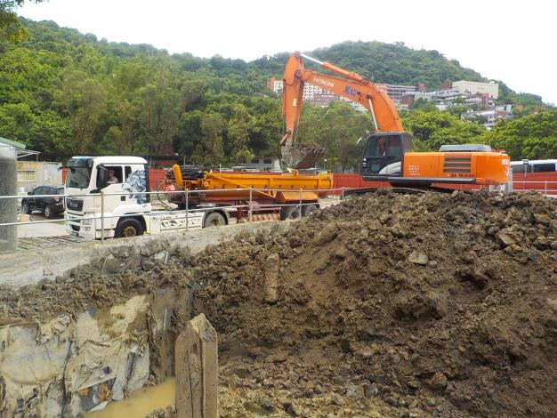 1080808土方開挖(第一挖)