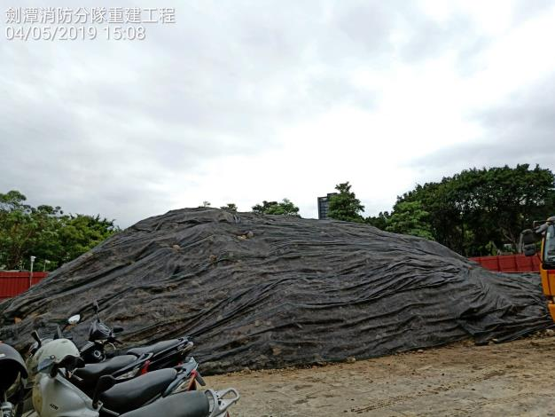 1080504-土堆鋪蓋防塵網