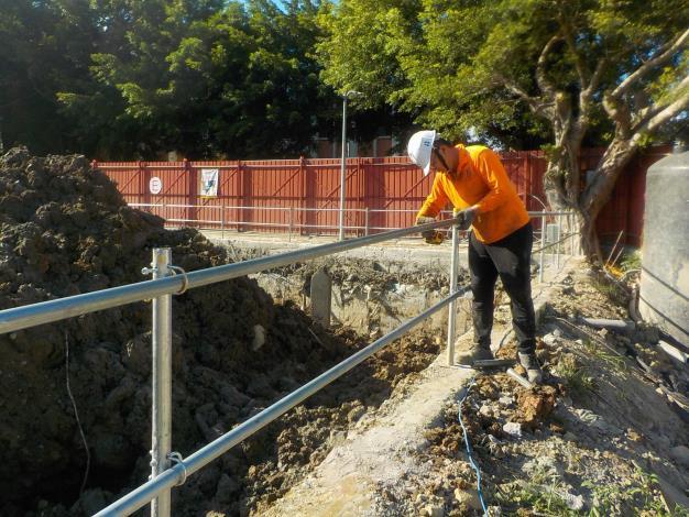 1080805開挖周圍護欄施作