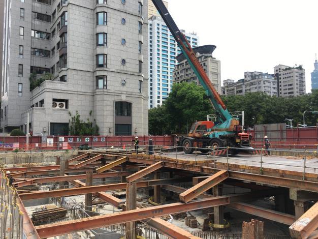10908-A區第一階支撐及構台拆除.JPG