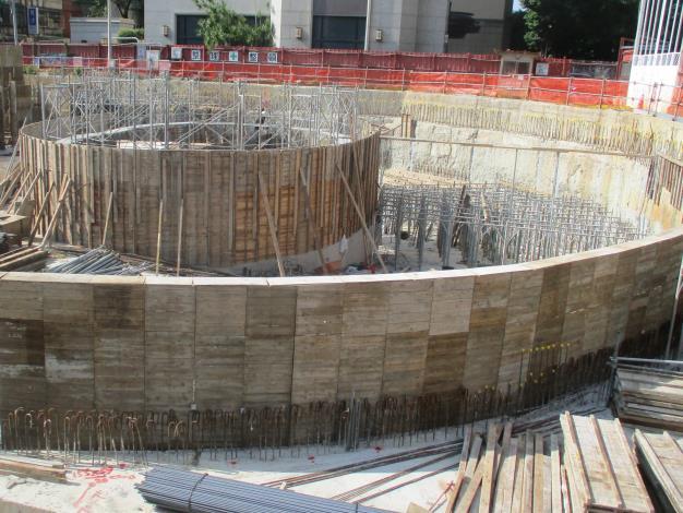 10908-A區B1F車道牆模板施作