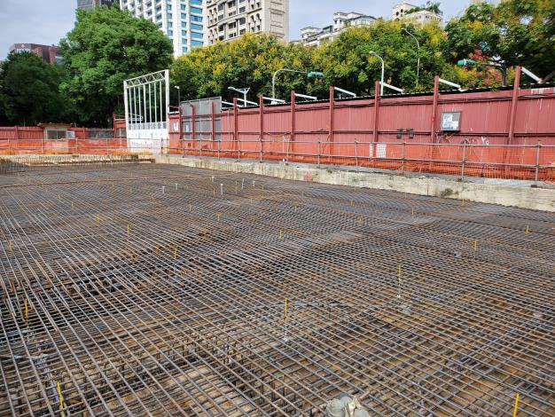 10909-A區1F車道版鋼筋施作完成