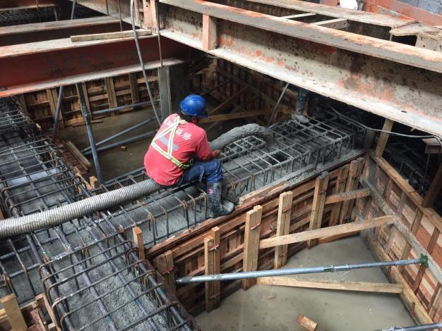 10902-筏基地樑澆置