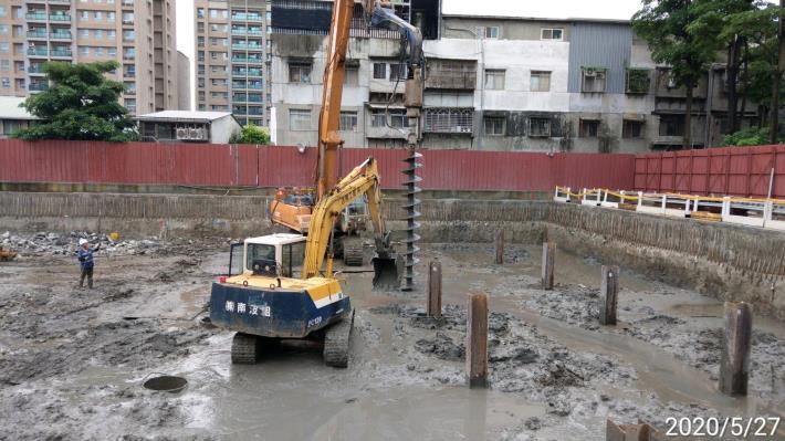 109年5月施工照片-中間樁施工