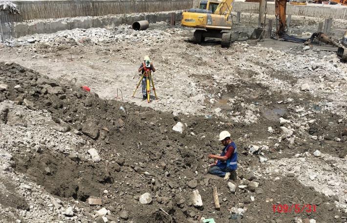 109年5月施工照片-中間樁放樣