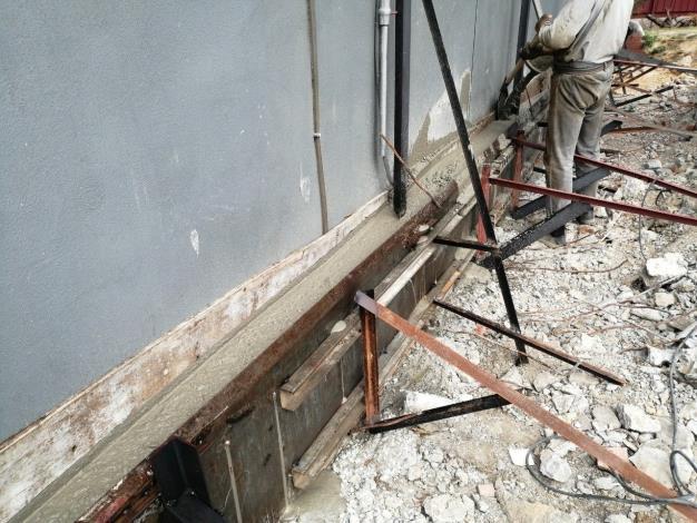 1090212-施工圍籬防溢座灌漿