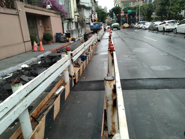 10904-既有人行道敲除作業.JPG