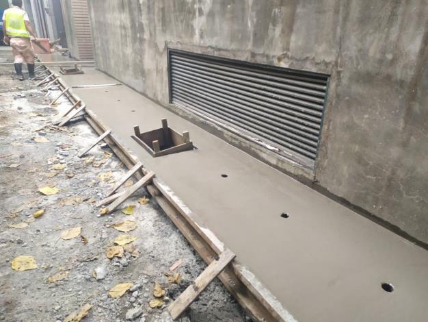 10906-3側溝溝蓋板混凝土澆置完成