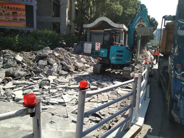 10909-捷運4號口破碎