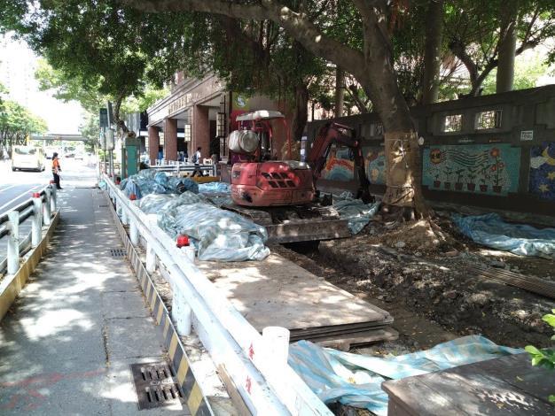 10907-忠孝國小旁纜溝基礎開挖人行道破碎及工區