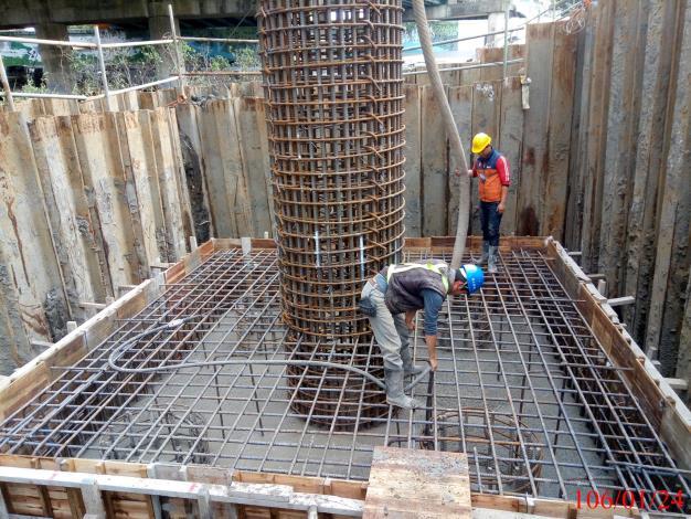 基礎混凝土澆置