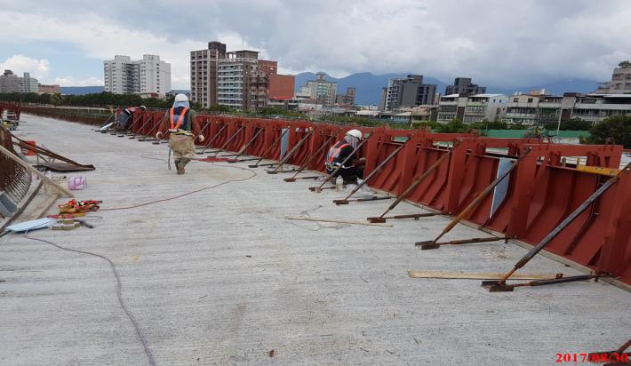 機車引道PA7-PA8橋護欄鋼模組立