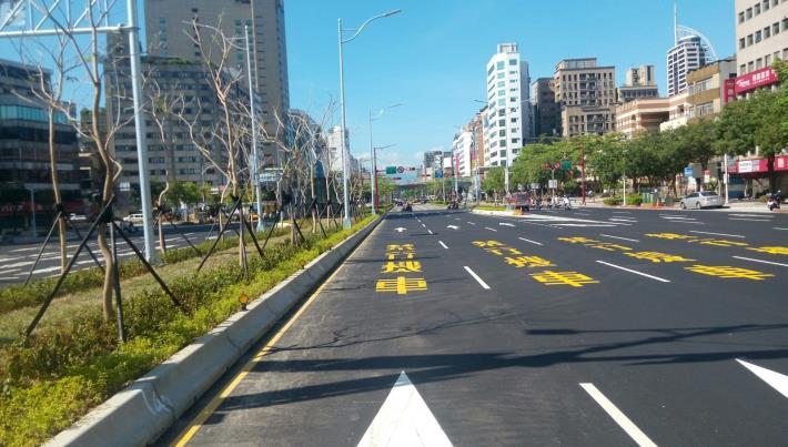 中華路槽化島及路面瀝青混凝土竣工照片