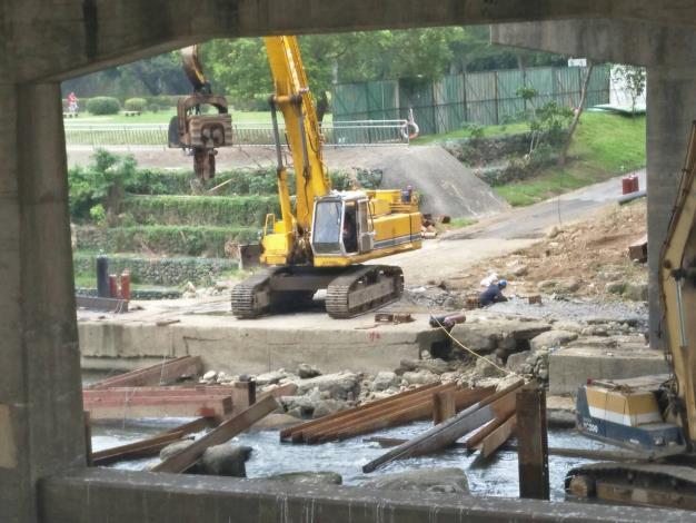 北新橋下構台施工