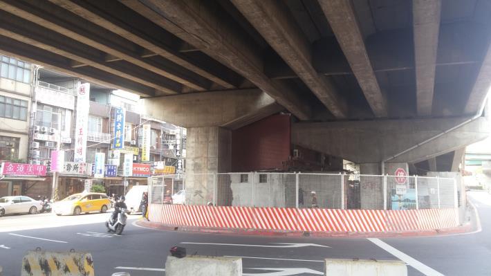 P35、P38墩柱旁既有障礙物拆除