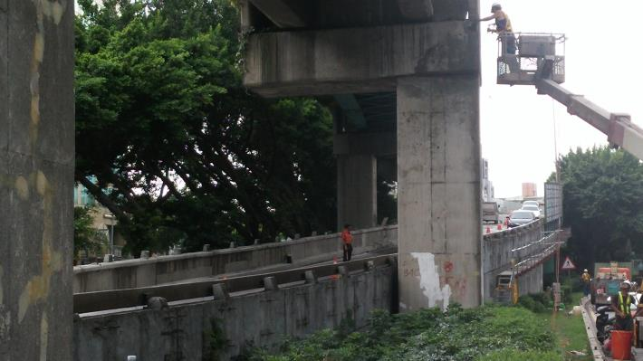 百齡橋接重陽橋下重慶北路引道施工架架設及隔音牆拆除