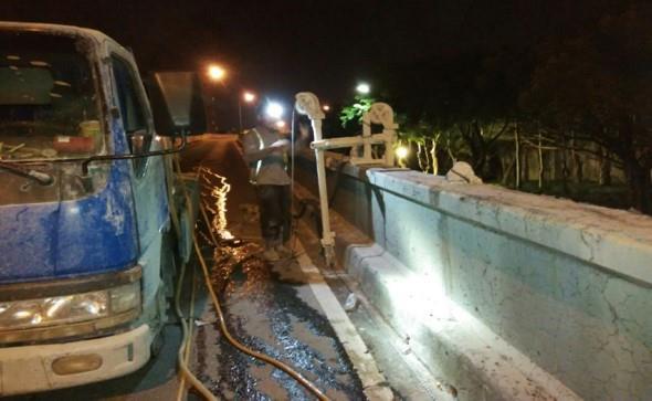 重陽橋下環河北路匝道護欄切割