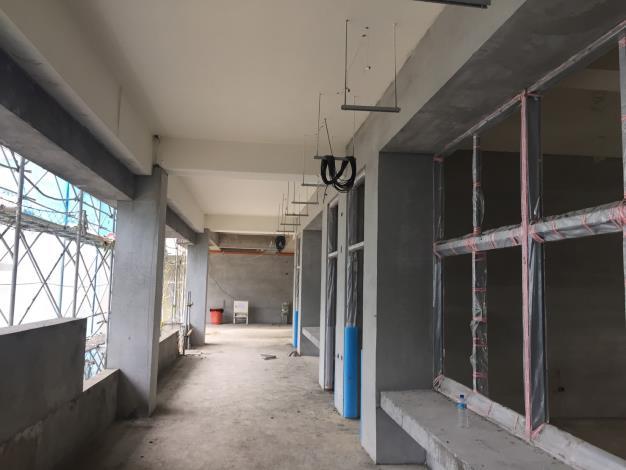 一般教室棟二樓鋁窗框安裝