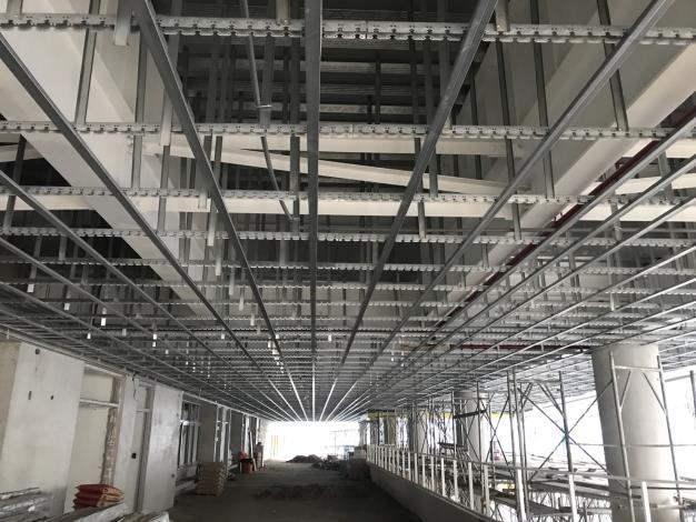 體育棟2樓天花板骨架施作