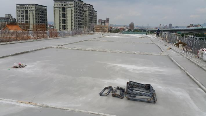 多功能大樓5F頂版混凝土澆置完成