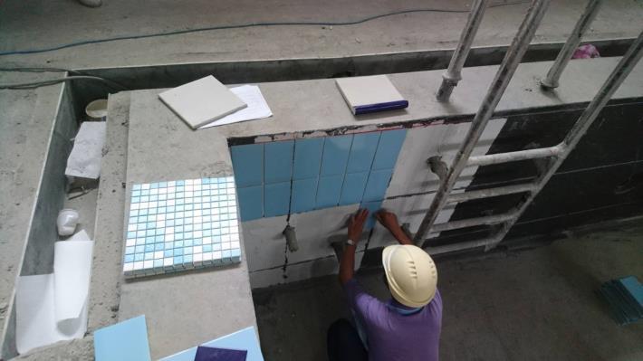 游泳池磁磚施作