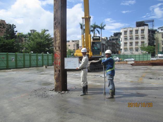 安全支撐中間柱、構台柱打設施做