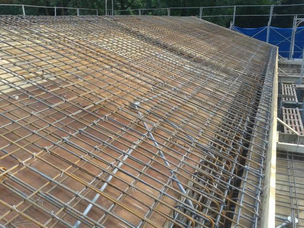 第二部分屋頂西側梁筋及版筋綁紮