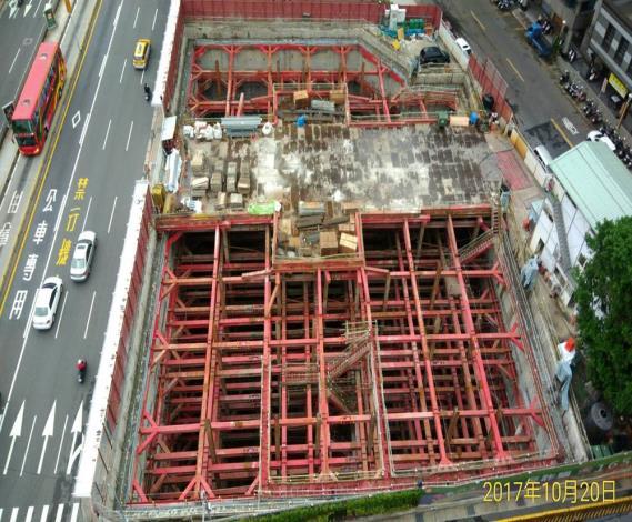基礎地樑模板拆模
