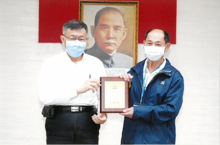 新建工程處養護工程隊第四分隊技工陳榮華榮獲本府109年度優秀工友