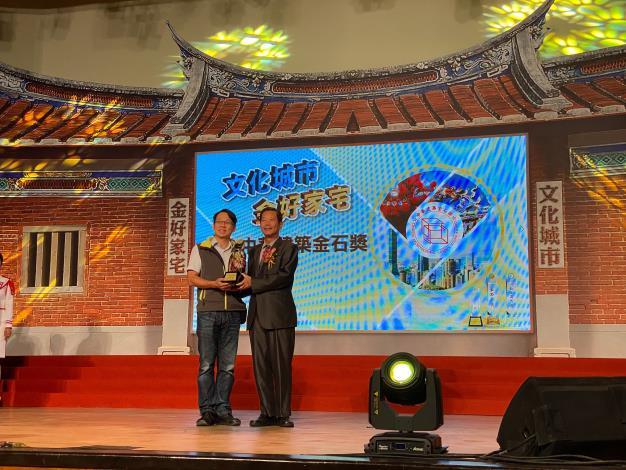 圖6工務科南港工務所主任顏俊明代表北流北基地工程受獎