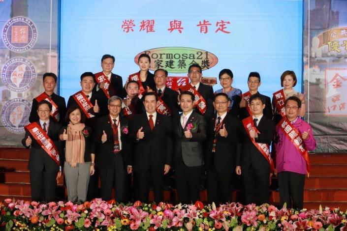 圖3工務科科長蕭志龍與得獎人員合影