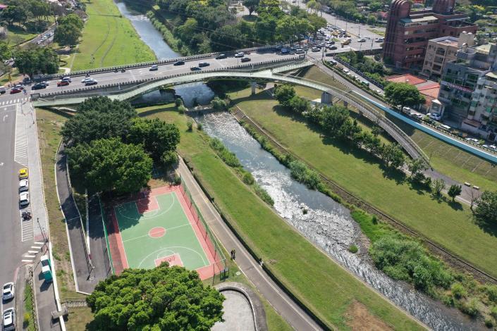圖8 復興橋人行景觀橋完工空拍照
