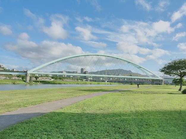 圖3.橋涵美化工程(第一標)-麥帥二橋鋼構油漆完工照