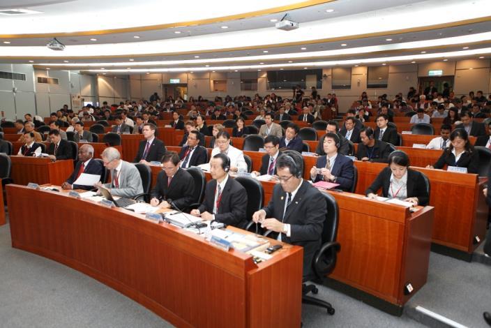 本次高峰會與會人次踴躍盛況。The Summit draws enthusiastic participation.