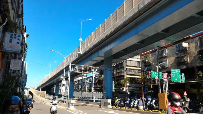 華江橋引道面塗施作