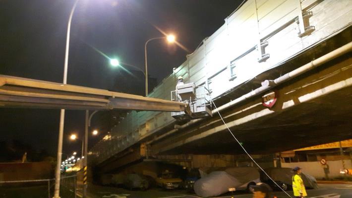 慶昌橋水泥護欄噴漆