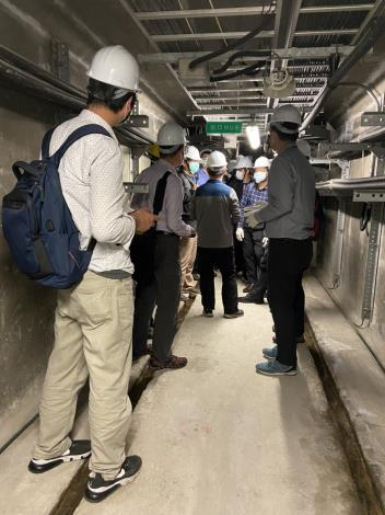 Picture 6. Onsite visit of the inner common ducts of Songshan Line