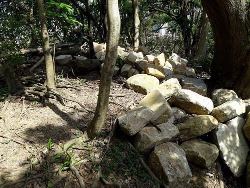 照片17.利用岩塊完成融入自然環境的手作步道