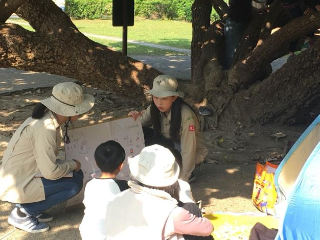 圖5. 小鹿團員和小小市民互動,解說螢火蟲與生態池的相關知識