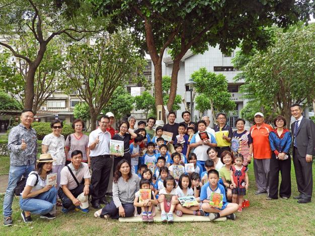 圖3. 懷生國小師生參與昌隆公園美好書席發表