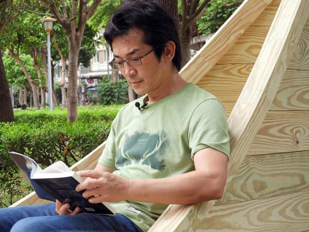 圖7. 魏德聖導演享受在閱讀的時光