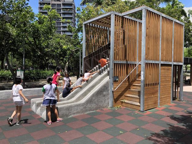 明水公園遊戲場再造 改良磨石溜滑梯登人氣王