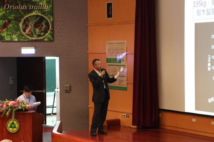 圖七、國土交通省國土技術政策綜合研究所飯塚康雄說明日本都市樹木的根系特性和植栽基盤整備