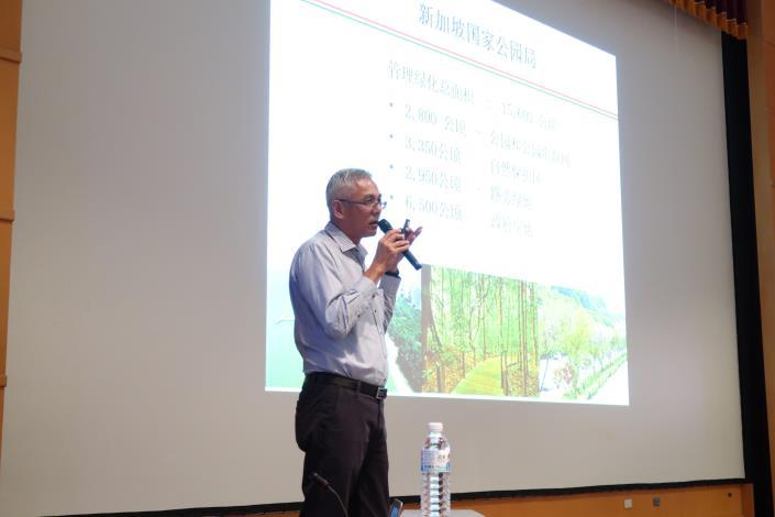 (圖2) 新加坡國家公園管理局員林署蔡福祥資深署長闡述新加坡綠化現況.JPG[另開新視窗]