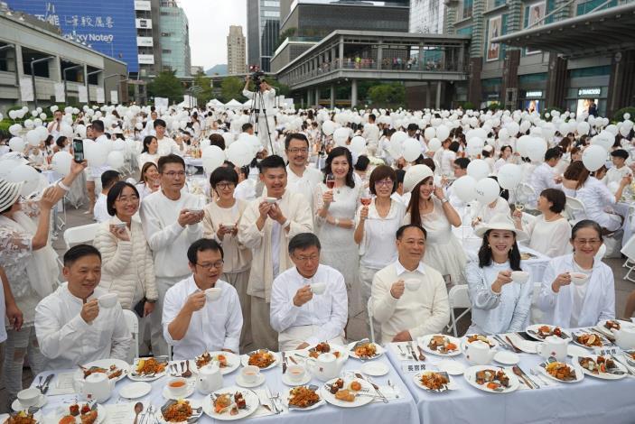 照片3.白色野餐於101北方廣場舉辦成功[開啟新連結]